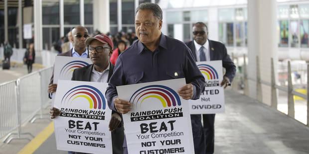Le passager expulsé violemment par United Airlines prépare une plainte contre la compagnie - La DH