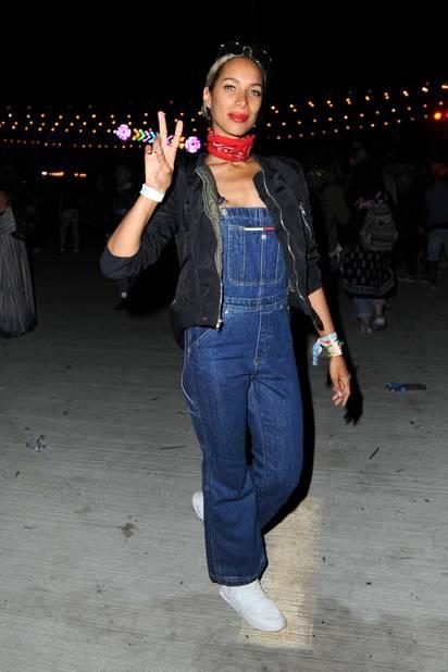 Leona Lewis en salopette et bandana.