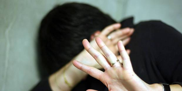 Il bat son ex-femme devant leurs enfants avant de la violer en photographiant la scène - La DH