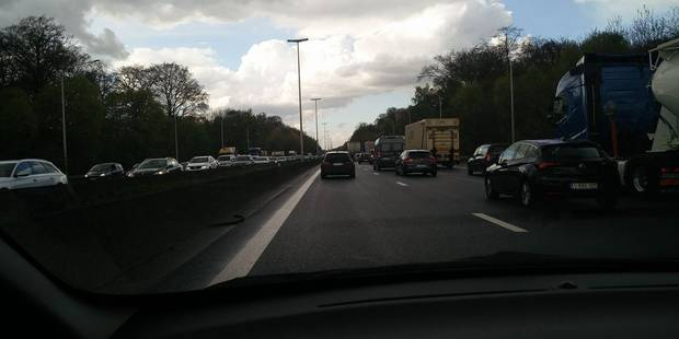 Wavre: Deux gros accidents et d'importants embouteillages sur la E411! - La DH