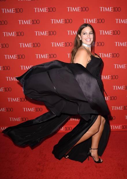 Ashley Graham, très en forme pour un tapis rouge glam