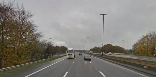 Fleurus: deux poids lourds se percutent sur l'autoroute E42 - La DH