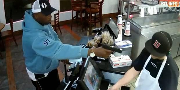 Il se fait braquer par un homme armé, sa réaction est surprenante (VIDEO) - La DH
