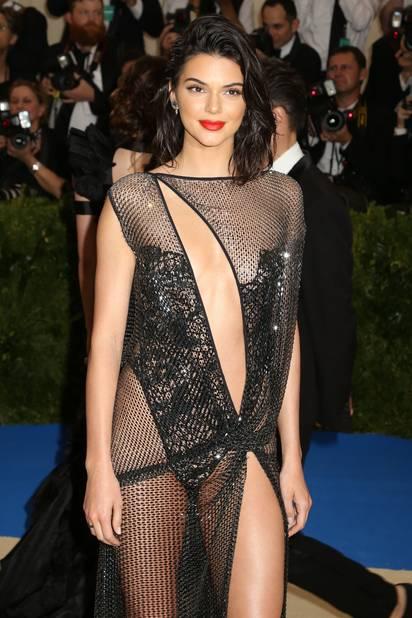 Kendall Jenner, jeu de transparence et de peau nue