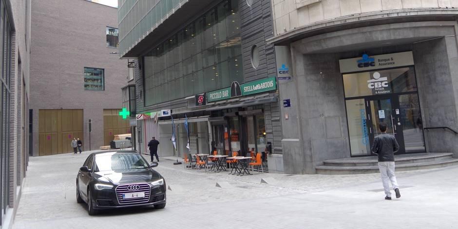 Charleroi : Jan Jambon se gare en plein piétonnier