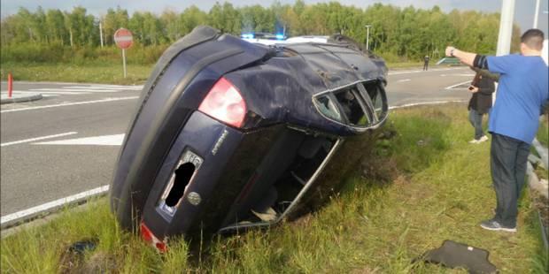 Percutée par un camion, une voiture verse sur le flanc à Forchies-la-Marche - La DH