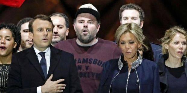 Qui est cet homme à la casquette derrière Macron? - La DH