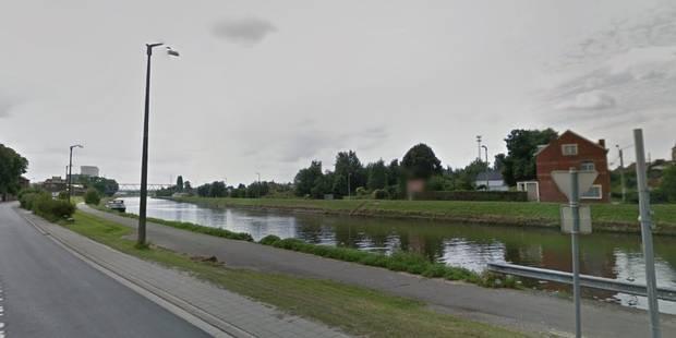 Une voiture jetée dans le canal à Roux: Deux jeunes aperçus en train de s'enfuir - La DH