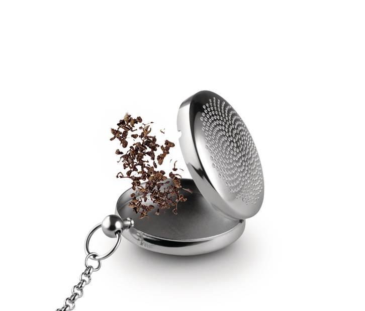 Boule à thé « T-Timepiece », dessinée par Titus Wybenga pour Alessi. Acier inoxydable 18/10. 6 x 4,5 cm. H 2 cm. 29 €.