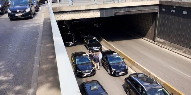 Des chauffeurs se mobilisent à Bruxelles contre le Plan Taxi, les tunnels bruxellois à nouveau ouverts (VIDEO) - La DH