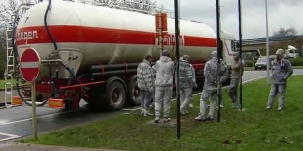 Douze hommes découverts dans un camion-citerne à Saint-Ghislain (VIDEO) - La DH