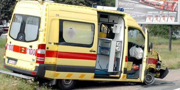 Un patient décède dans une collision entre son ambulance et une voiture à Mol - La DH