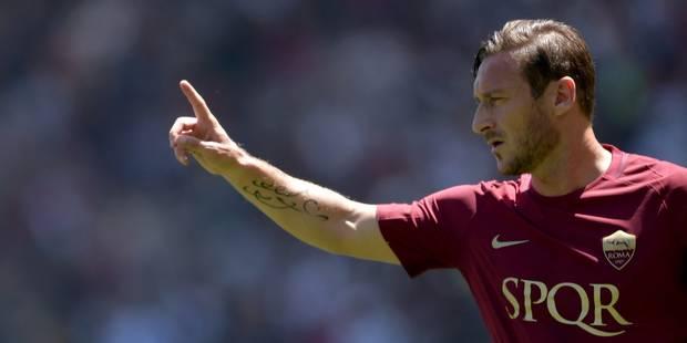 Scène surréaliste en Italie: Francesco Totti salué par... les tifosi de la Lazio (PHOTO) - La DH