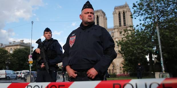 """Coups de feu à Notre-Dame de Paris: l'agresseur serait un étudiant algérien qui a crié """"C'est pour la Syrie"""" (PHOTOS + V..."""