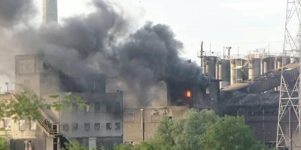 Marcinelle: un hélicoptère pour lutter contre un incendie sur le site de Carsid (PHOTOS) - La DH