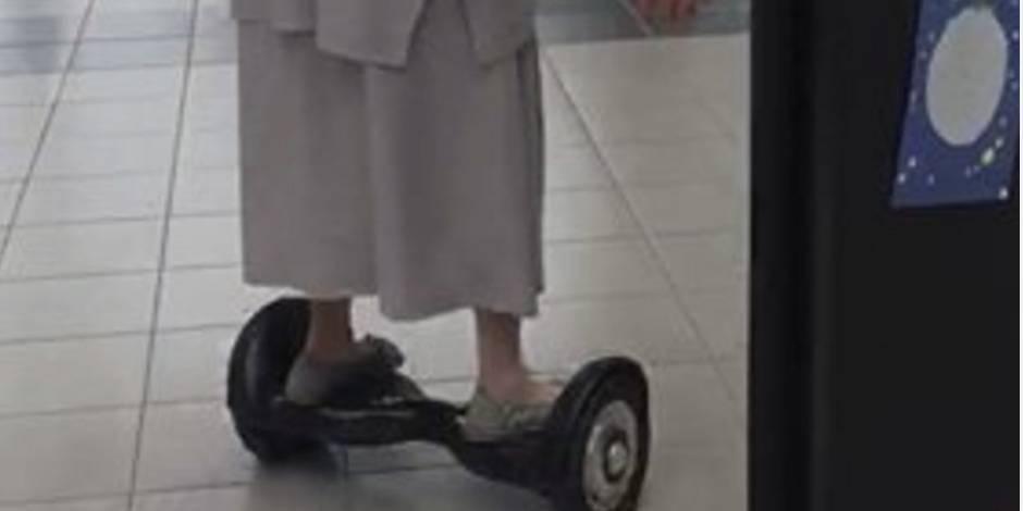 Une religieuse de 77 ans va voter en... hoverboard