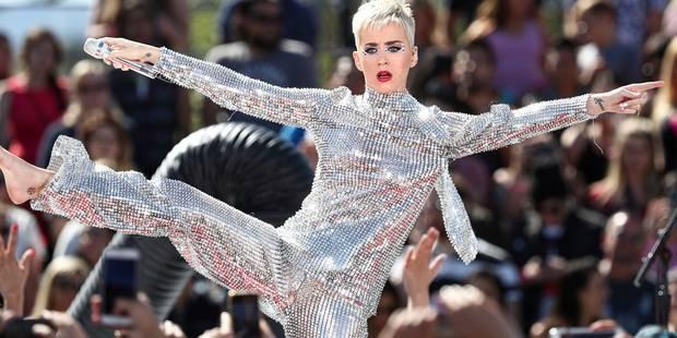 Katy Perry craque sa combinaison en plein concert... mais garde son humour (VIDEO) - La DH