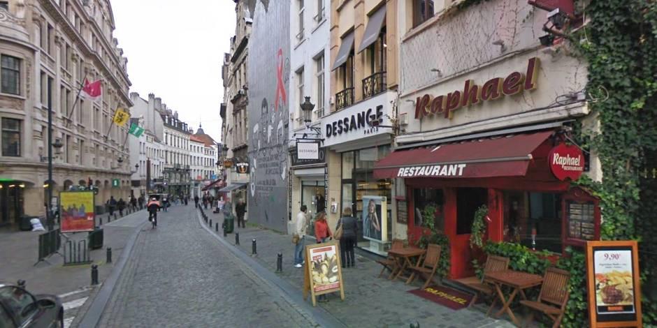 Bruxelles: intervention d'experts en explosifs au Marché aux herbes sur un véhicule suspect