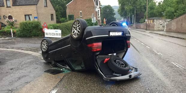 Accident spectaculaire à Huy: La voiture termine sa course sur le toit - La DH