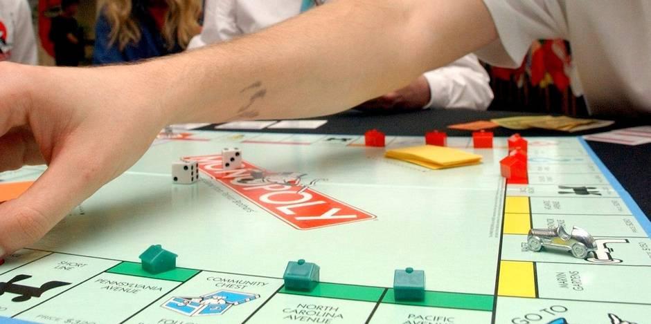 """Arrêté par la police, un homme montre une carte """"sortie de prison"""" du Monopoly, """"juste au cas où"""""""