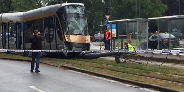 Un tram de la ligne 62 déraille après une collision à Evere: 11 blessés - La DH