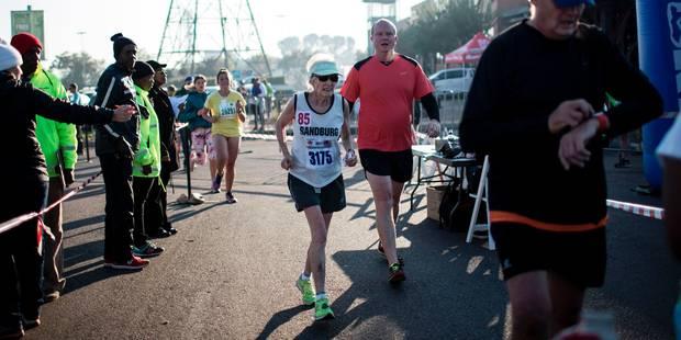 En Afrique du Sud, le phénomène Deirdre Larkin, 85 ans, affole les chronos des marathons - La DH