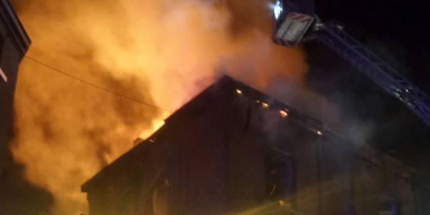 Un squat ravagé par les flammes à Charleroi: l'immeuble menace de s'effondrer - La DH