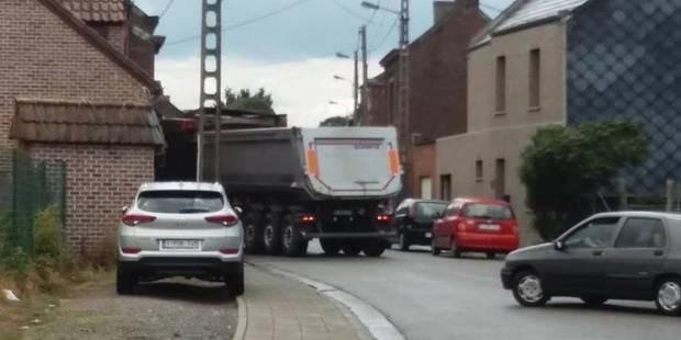 Un camion détruit une façade à Boussu - La DH