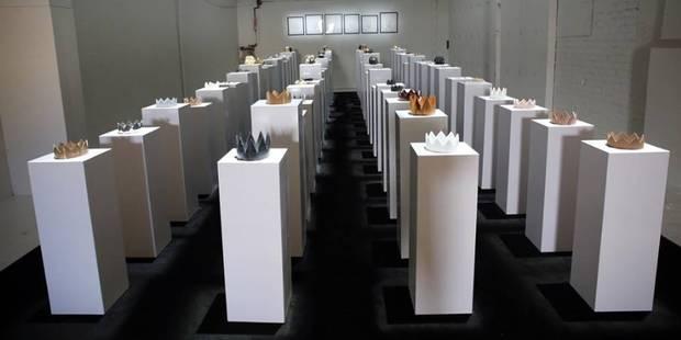 En prenant une photo dans un musée, elle fait tomber une dizaine d'oeuvres d'art (VIDEO) - La DH