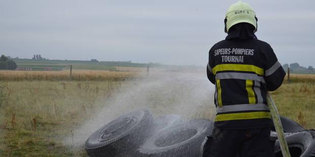 Un tas de pneus en feu à Orcq - La DH