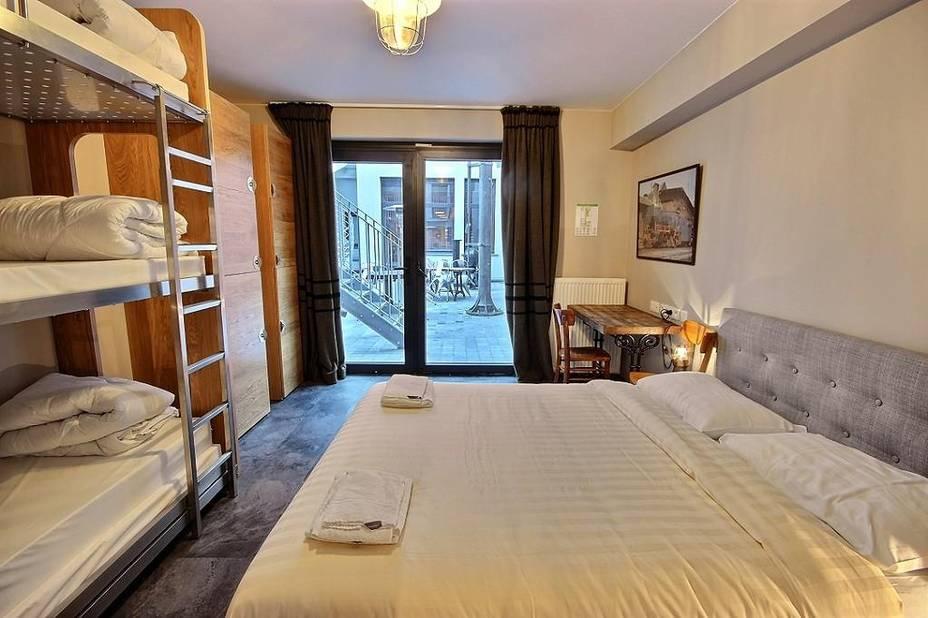 un h tel insolite de bruxelles remporte bienvenue l 39 h tel la dh. Black Bedroom Furniture Sets. Home Design Ideas