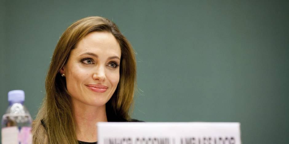 """Angelina Jolie sur son divorce: """"Je pense qu'il est important de pleurer sous la douche et pas devant les enfants"""""""
