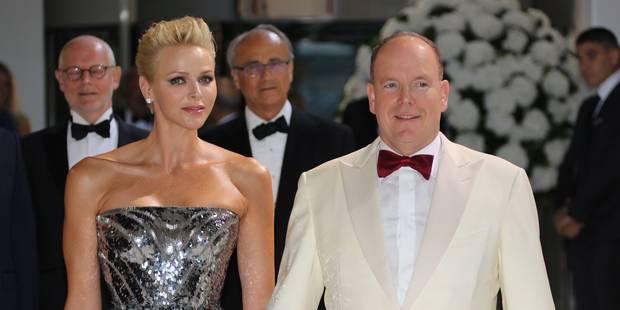 Charlene illumine le Bal de la Croix-Rouge à Monaco (PHOTOS) - La DH
