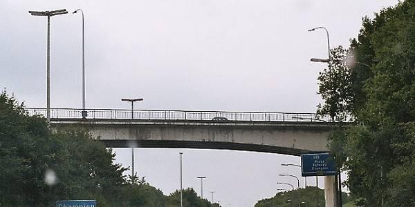 Une dame saute du pont de l'autoroute à Champion - La DH