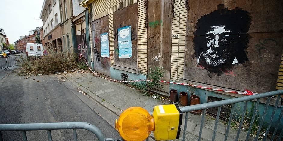 Bruxelles - Suite à des chutes de pierres sur les vehicules stationnant a coté des habitations 107 à 113 de la rue de Roodebeek, les autorites communales de Woluwe Saint Lambert decident de délimiter un périmètre de sécurité