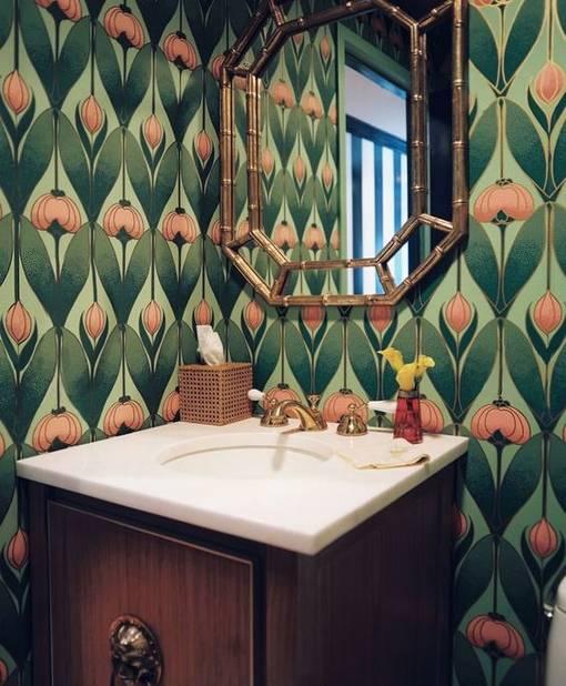 Un miroir art déco pour donner du style à notre cabinet de toilette.