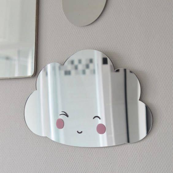 Un miroir-nuage pour décorer la chambre des enfants