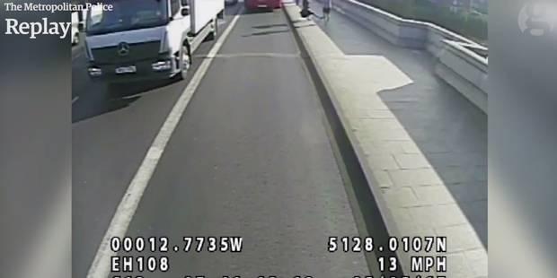 """Le joggeur fou qui avait """"balancé"""" une femme sous un bus arrêté à Londres (VIDEO) - La DH"""