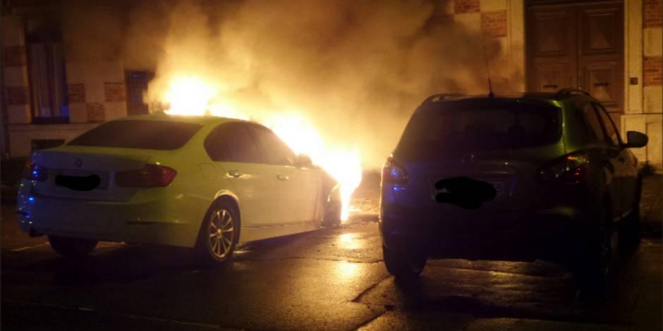 Monceau-sur-Sambre: deux voitures incendiées (PHOTOS)