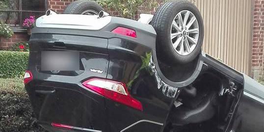 Gozée: il percute une voiture en stationnement et se retourne - La DH