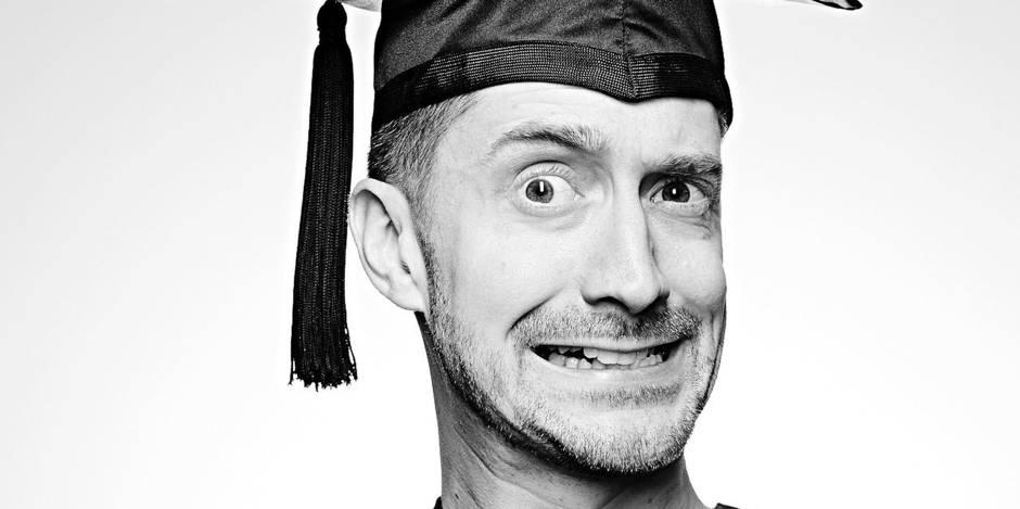 """Reportage exclusif au sein de la seule école du rire au monde: """"On ne naît pas humoriste"""" - La DH"""
