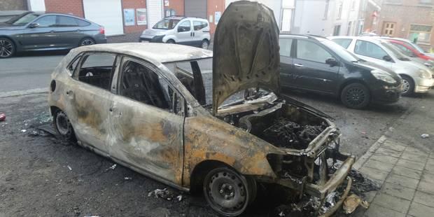 Quatre véhicules détruits par les flammes à Marchienne, un à Montignies-sur-Sambre - La DH