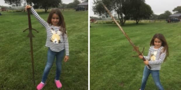 Cette petite fille a-t-elle trouvé l'épée Excalibur? - La DH