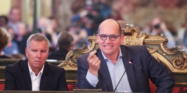 Ville de Bruxelles : le nouveau bourgmestre a cédé la présidence du conseil communal - La DH