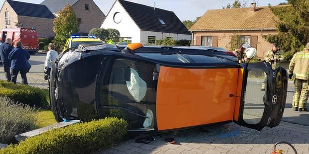 Une voiture sur le flanc à Montigny-le-Tilleul - La DH