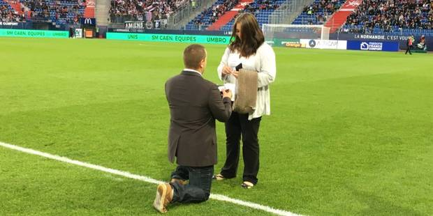 Il la demande en mariage avant un match de Ligue 1 - La DH