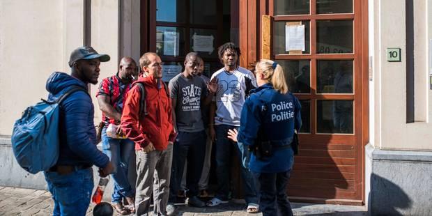 Bruxelles : Le manque d'effectifs policiers retarde l'expulsion de sans-papiers - La DH