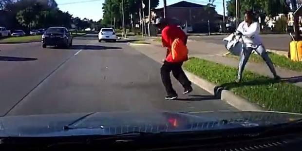 Une femme pousse son mari sur la route pour toucher l'argent de l'assurance (VIDEO) - La DH