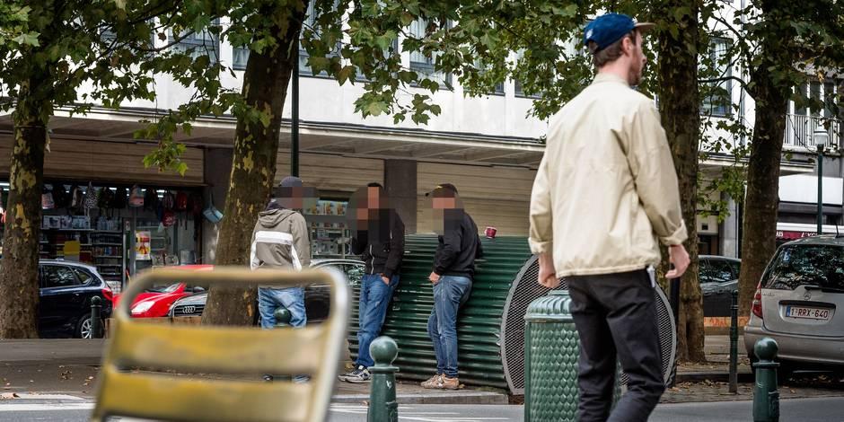"""Le nombre de permis de travail pour demandeurs d'asile double: """"Certains travaillent pour 5€ l'heure sur un chantier"""" - ..."""