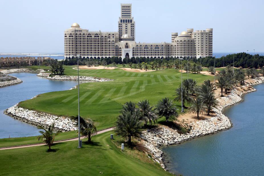 Sur la côte, le Waldorf Astoria qui possède un terrain de golf.